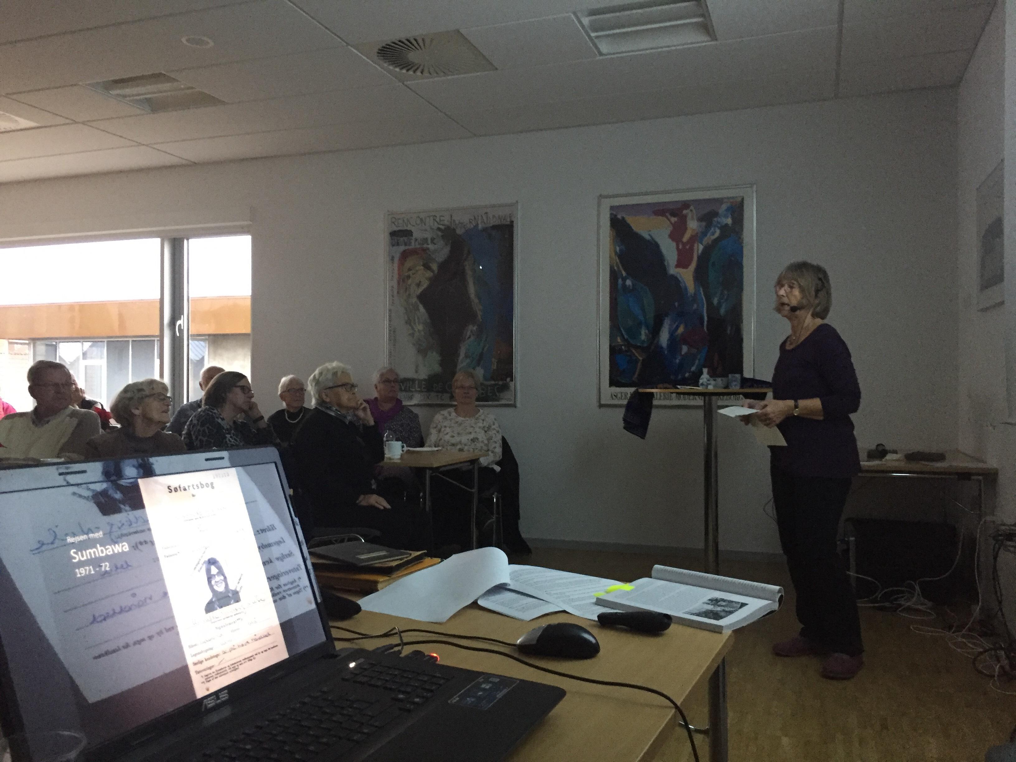 Annette Lindberg beretning om livet om bord på et ØK-skib fik tre tilhørere til at købe bogen
